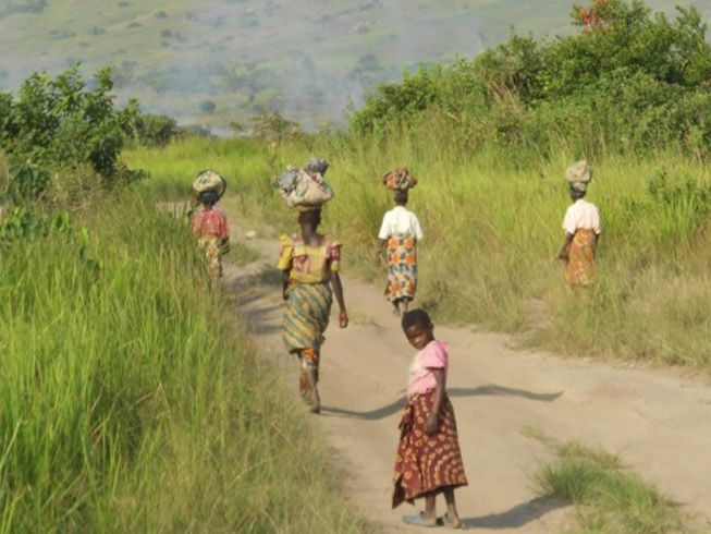 drc woman walking 4x3 653x490